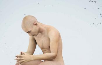 Octane渲染器坐在石凳上思考的男人模特C4D模型