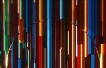 Octane渲染器穿过玻璃隔断的金属管道