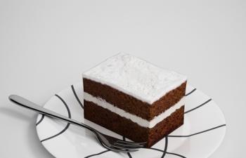 双层翘课奶油夹心蛋糕刀子盘子食物餐具模型-免费