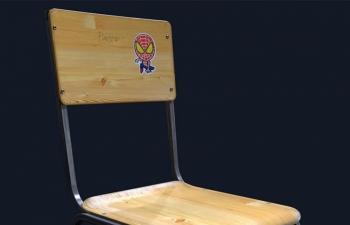 C4D模型 带有蜘蛛侠贴纸的木板凳椅子模型