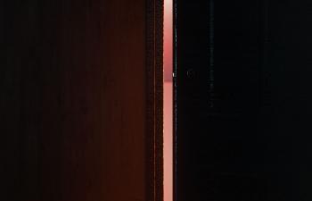 Octane渲染器透过门缝的亮光线和金属球工程文件